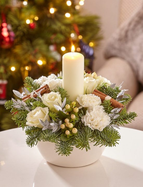 White Flowers Christmas Candle Centerpiece #Christmas #Christmasdecor #candles #centerpiece #decorhomeideas
