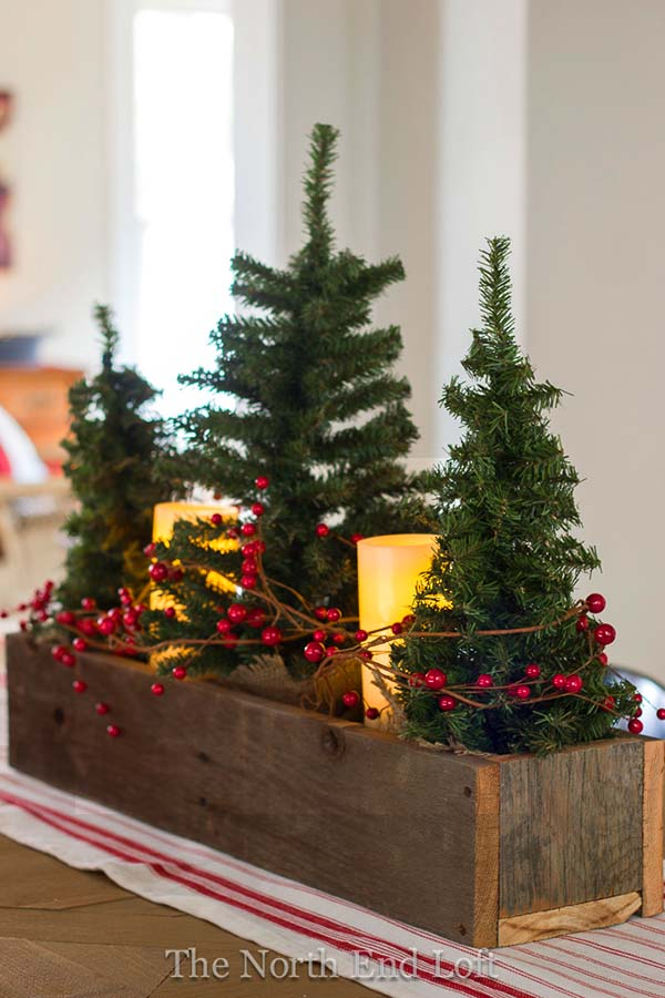 Wood Container Mini Christmas Tree Centerpiece #Christmas #centerpiece #Christmasdecor #decorhomeideas