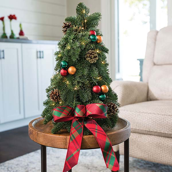 Mini Classic Table Top Christmas Tree #Christmas #tabletop #Christmastree #Christmasdecor #decorhomeideas