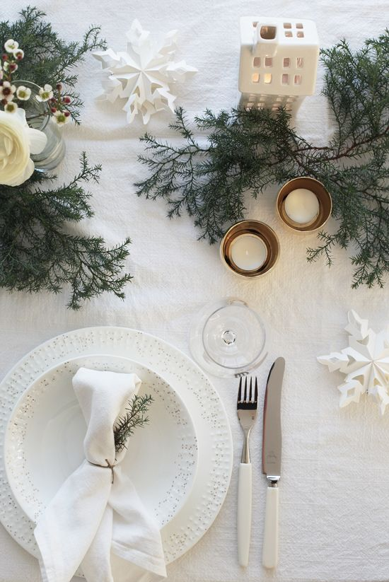 Nature-Inspired Christmas Table Decoration