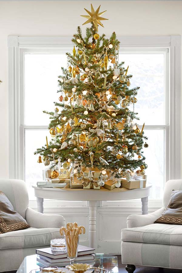 Tabletop Christmas Tree With Gold Decorations #Christmas #tabletop #Christmastree #Christmasdecor #decorhomeideas