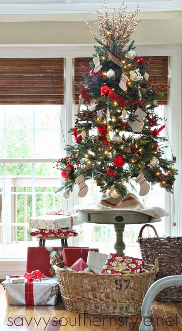 Traditional Tabletop Christmas Tree #Christmas #tabletop #Christmastree #Christmasdecor #decorhomeideas