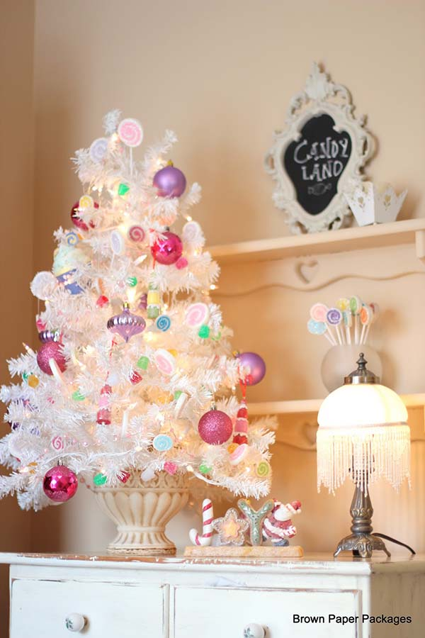 White Tabletop Christmas Tree With Candies #Christmas #tabletop #Christmastree #Christmasdecor #decorhomeideas