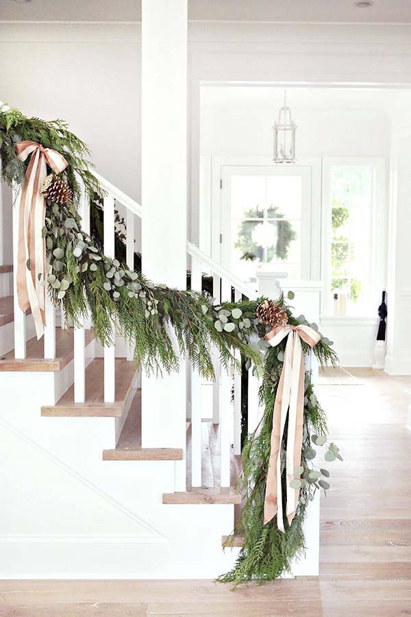 Winter Decor Staircase Decoration #rustic #winterdecor #homedecor #decorhomeideas