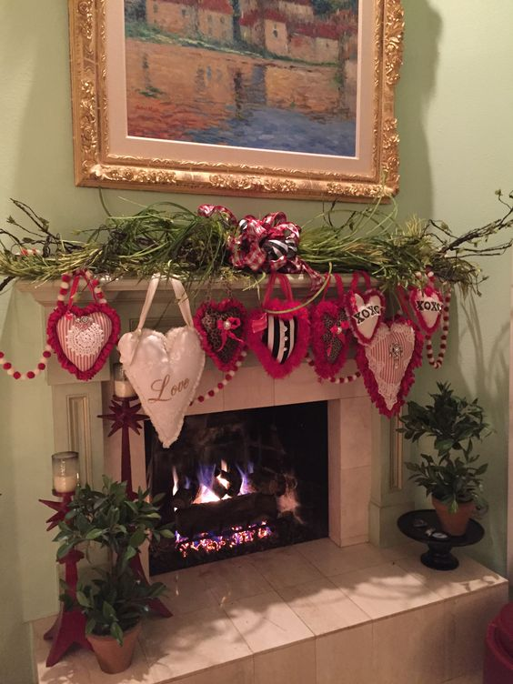 Fireplace Decorated For Valentines Day #valentinescraft #decor #love #crafts #diy #decorhomeideas