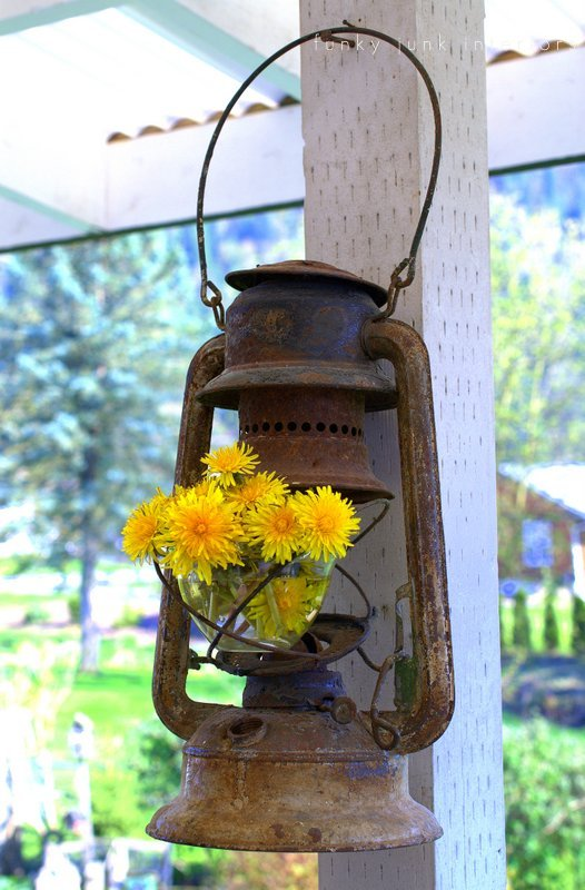 Lantern Decor Farmhouse Porch #farmhouse #rustic #porch #decor #decorhomeideas
