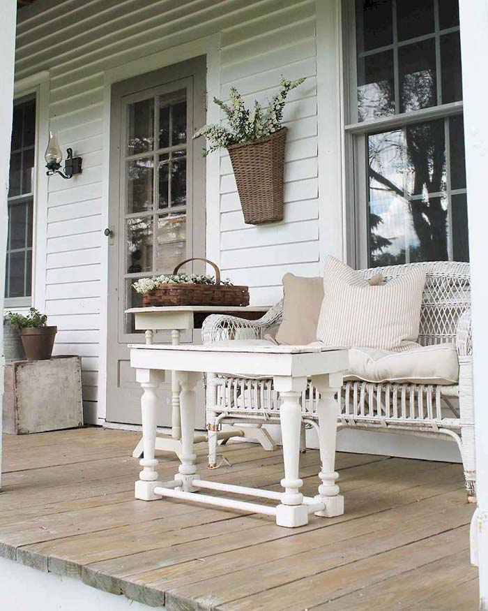 Rustic Coffee Table Porch Decor #farmhouse #rustic #porch #decor #decorhomeideas