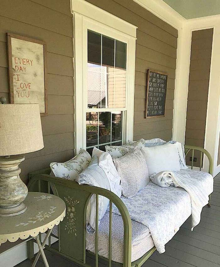Rustic Front Porch Bed #farmhouse #rustic #porch #decor #decorhomeideas