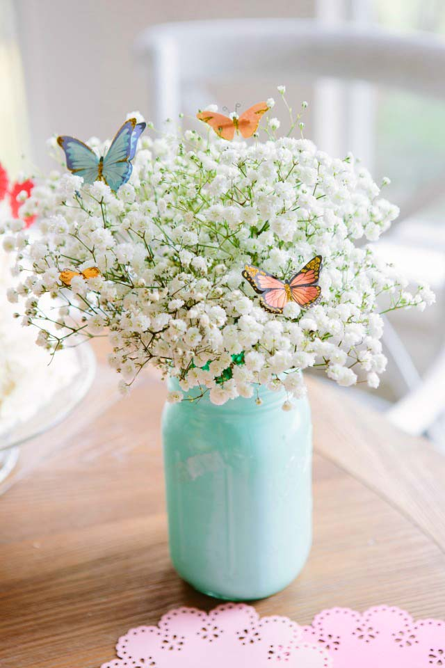 Spring Centerpiece With Flowers and Butterflies #centerpiece #spring #Easter #decorhomeideas