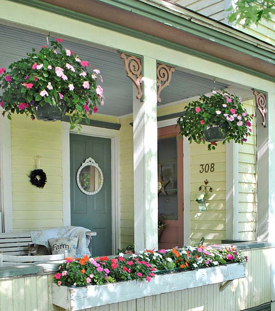 Summer Farmhouse Porch Ideas #farmhouse #rustic #porch #decor #decorhomeideas