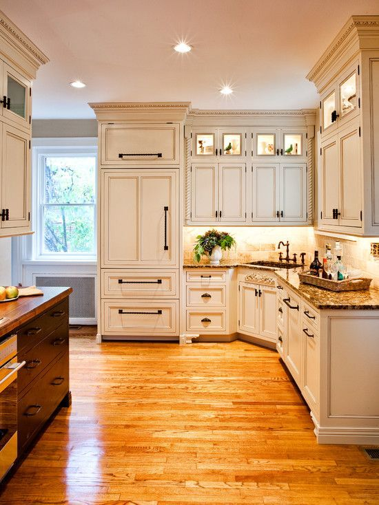 Traditional Kitchen Corner Sink Layout #cornersink #kitchen #sink #decorhomeideas