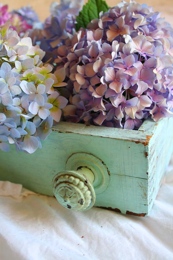 Turquoise Wooden Box With Flowers #rustic #centerpieces #woodenbox #homedecor #decorhomeideas