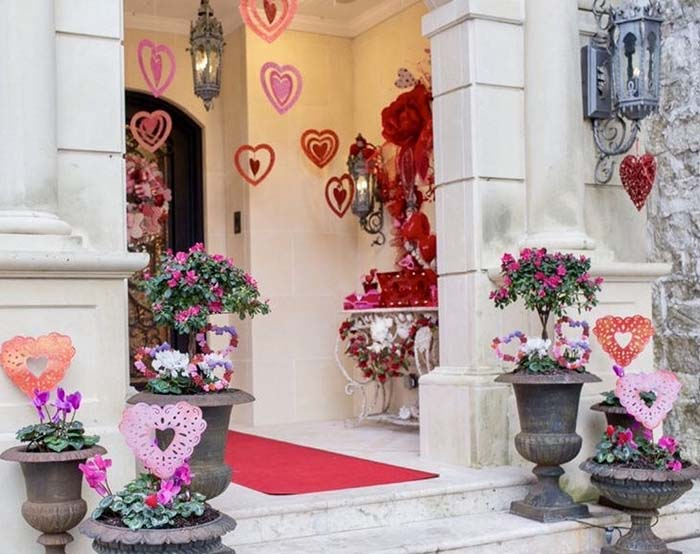Valentines Day Front Porch Decoration #valentinescraft #decor #love #crafts #diy #decorhomeideas