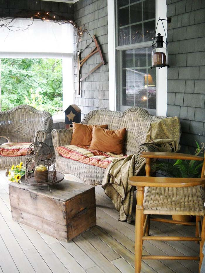 Wooden Crate Porch Decor #farmhouse #rustic #porch #decor #decorhomeideas