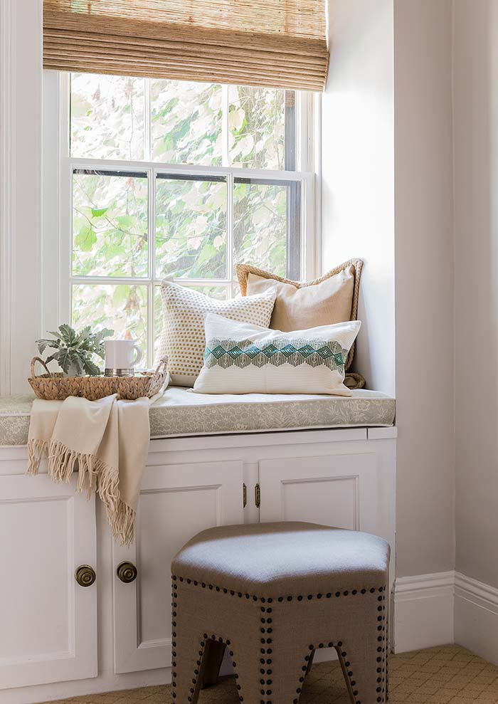 Reading Nook In Beige Wall Color #paintcolor #relax #homedecor #calming color #decorhomeideas