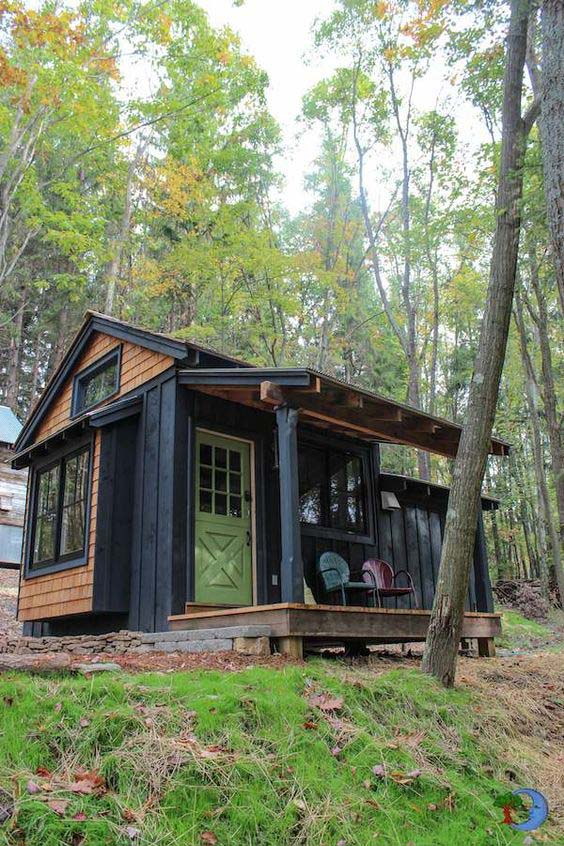 Tiny Cabin For Two #cabin #loghouse #tinyhouse  #decorhomeideas
