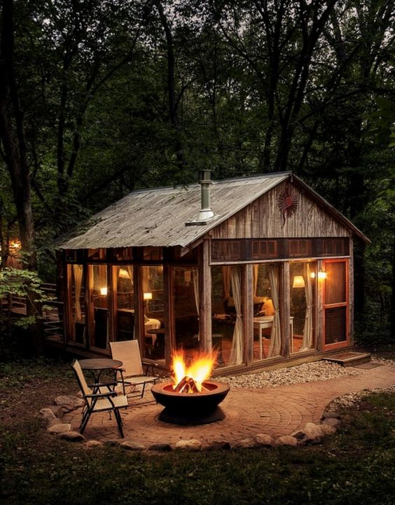 Tiny Cabin With Firepit #cabin #loghouse #tinyhouse  #decorhomeideas