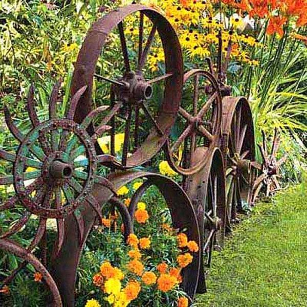 Antique Metal Wheels Garden Border #garden #gardenbed #edging #decorhomeideas