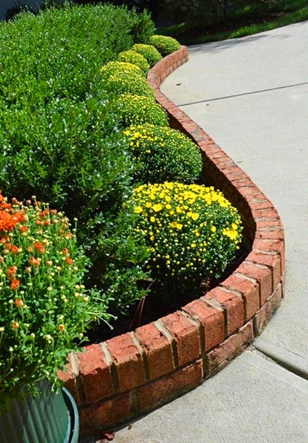 Brick Flower Bed Edging #garden #gardenbed #edging #decorhomeideas