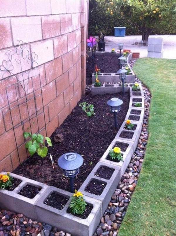 Cinder Blocks Edging #garden #gardenbed #edging #decorhomeideas