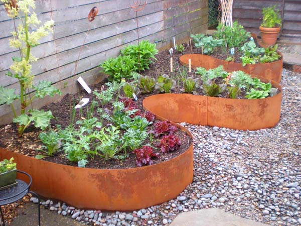 Curved Steel Edging #garden #gardenbed #edging #decorhomeideas