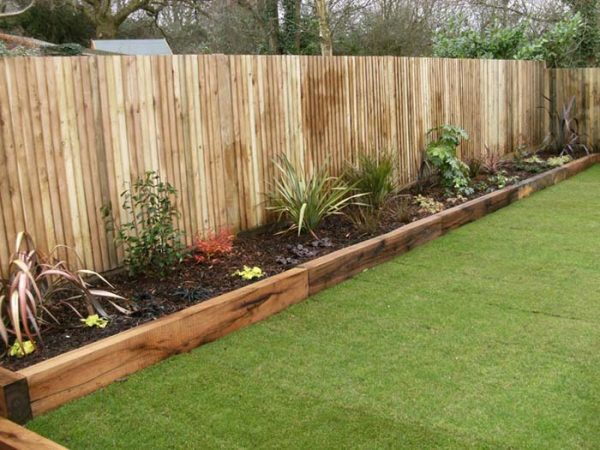 Simple Wood Garden Bed Edging #garden #gardenbed #edging #decorhomeideas