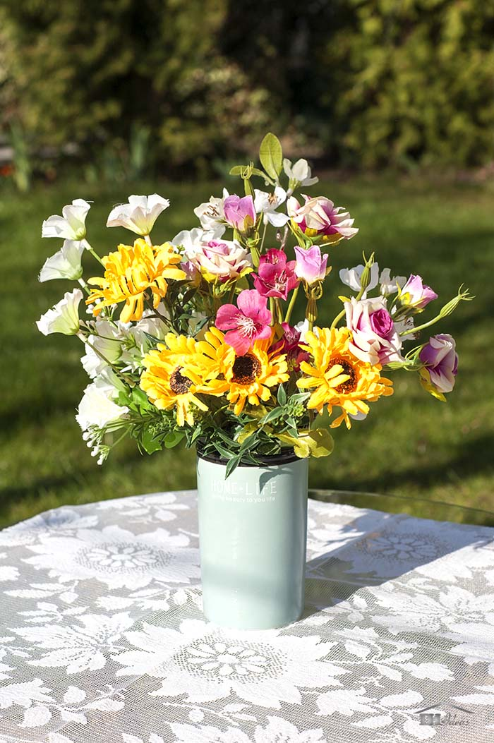 Spring Centerpiece With Fresh Flowers #easter #crafts #diy #decorhomeideas