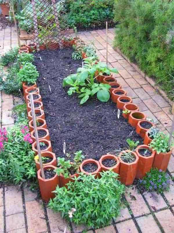 Terracotta Pipes Edging #garden #gardenbed #edging #decorhomeideas