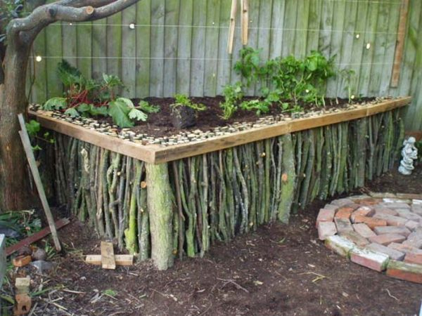 Twigs Garden Edging #garden #gardenbed #edging #decorhomeideas