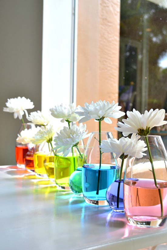 Easter Rainbow Centerpiece With Flowers #easter #decoration #spring #diy #decorhomeideas