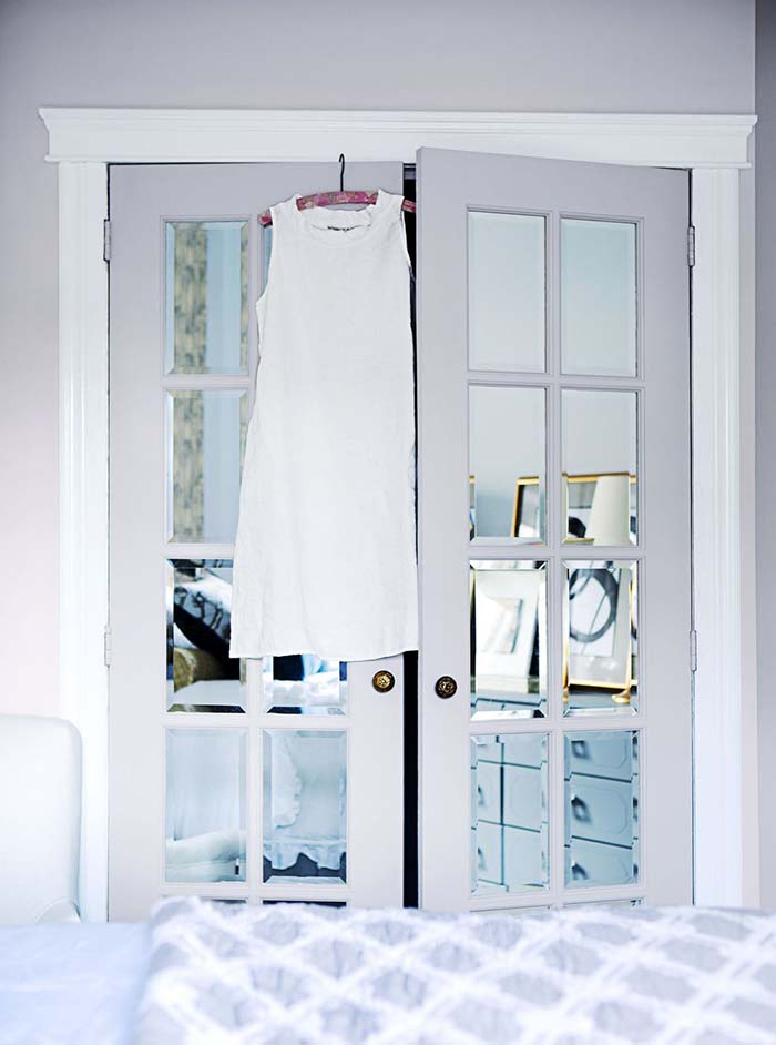 Simple Closet Door Makeover With Mirror #closet #mirror #door #decorhomeideas