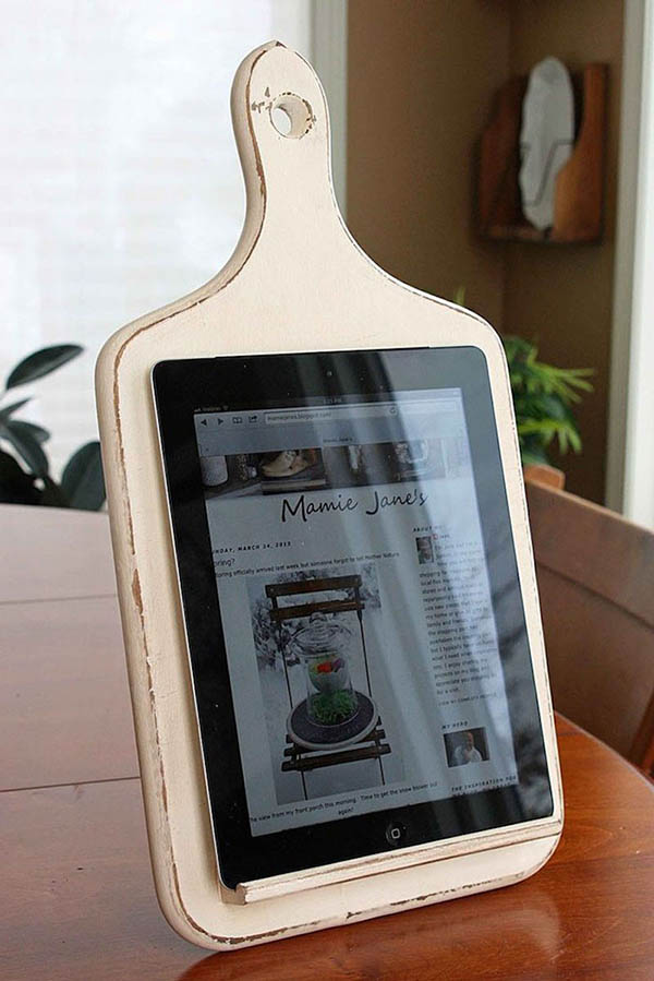Repurpose Old Kitchen Chalkboard Into Tablet Holder #repurpose #reuse #kitchen #utensil #decorhomeideas