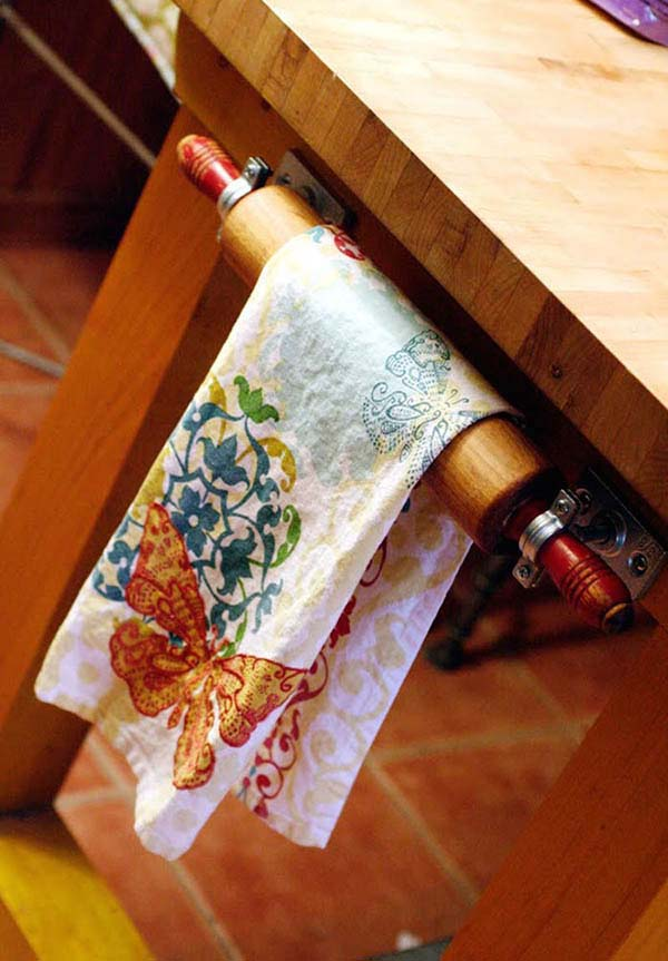 DIY Towel Rack From Rolling Pin #repurpose #reuse #kitchen #utensil #decorhomeideas