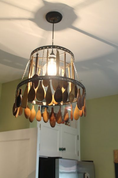 DIY Chandelier With Wood Spoons #repurpose #reuse #kitchen #utensil #decorhomeideas
