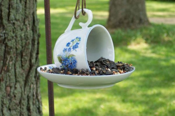 DIY Teacup Bird Feeder #repurpose #reuse #kitchen #utensil #decorhomeideas