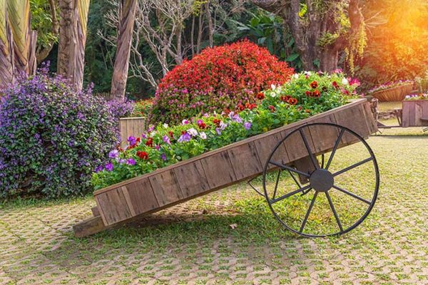 Repurposed trolley used for flower bed #flowerbed #gardens #decorhomeideas