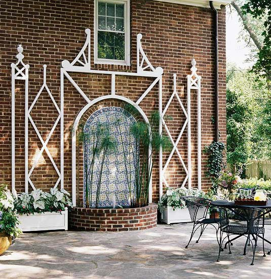 Built-In Garden Trellis Ideas