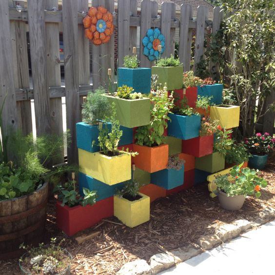 Colorful Cinder Block Planter #cinderblock #garden #decorhomeideas