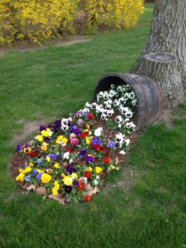 Spilled Flower Pot With Pansies #garden #decorhomeideas