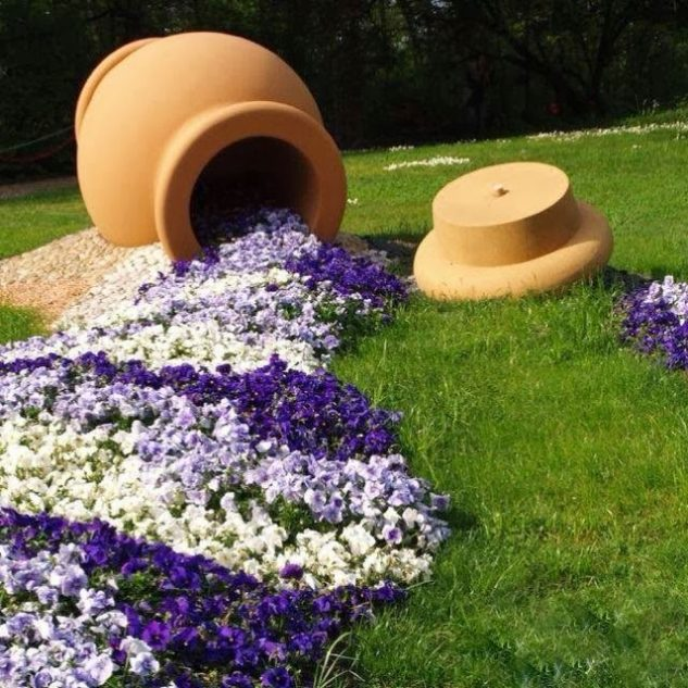 Enormous Spilled Flower Pot #garden #decorhomeideas