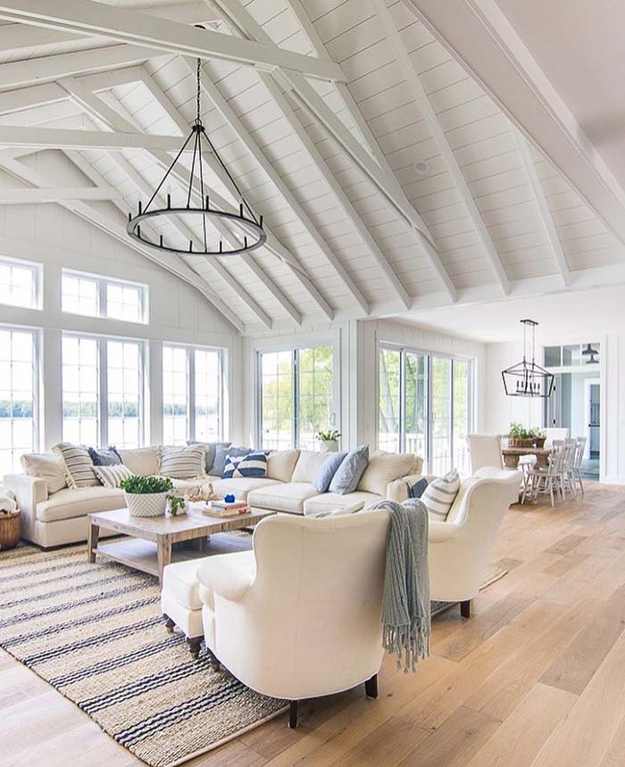 Light Bright Living Room With Vaulted Ceiling #ceiling #livingroom #vaulted #decorhomeideas