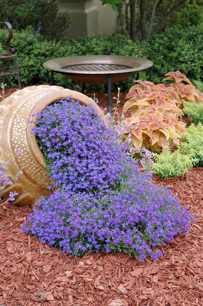 Spilled Flower Garden Idea #garden #decorhomeideas