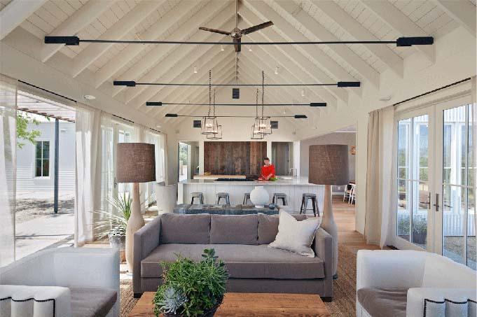 Vaulted Ceiling Living Room Interior Design #ceiling #livingroom #vaulted #decorhomeideas