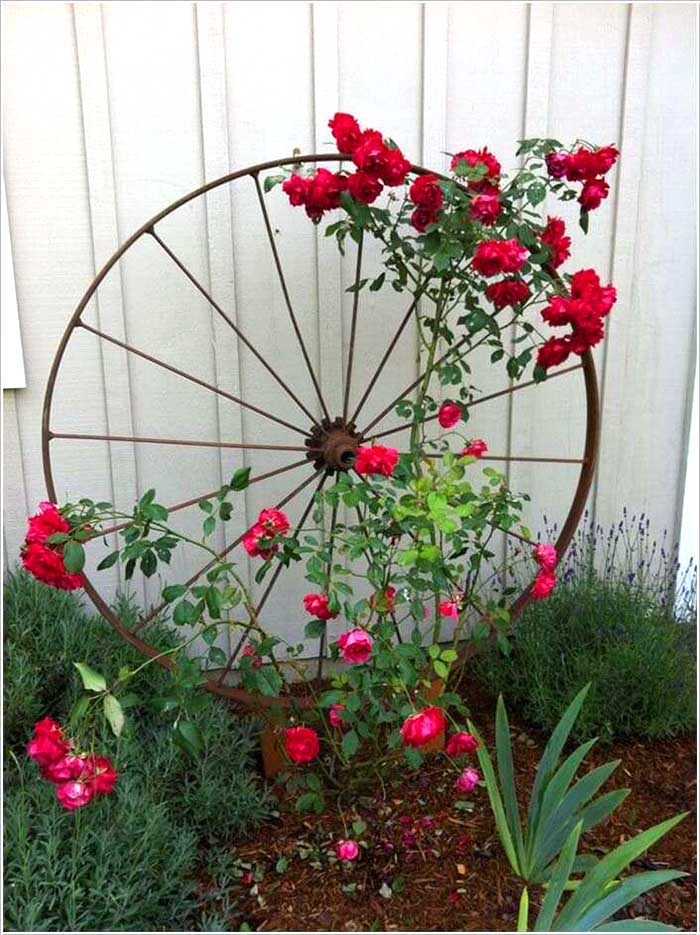 Wagon Wheel Garden Trellis
