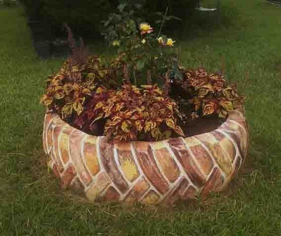 Brick Pattern Old Tire Garden Decor #garden #oldtires #decorhomeideas
