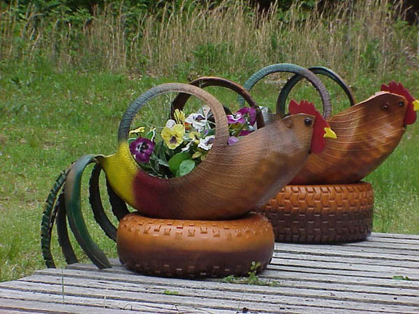 Chicken Pair of Planters From Old Tires #garden #oldtires #decorhomeideas