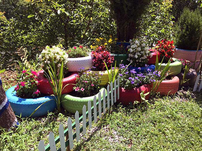 Colorful Flower Planters From Old Tires #garden #oldtires #decorhomeideas