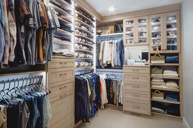 Custom Made Walk In Closet #closet #storage #decorhomeideas