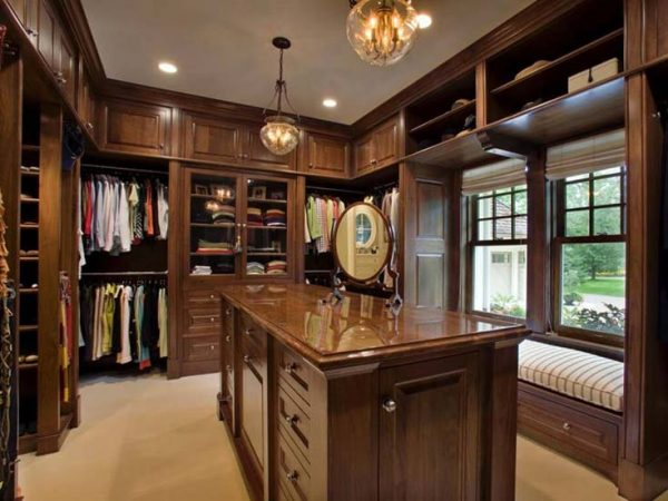 Dark Wood Walk in Closet #closet #storage #decorhomeideas