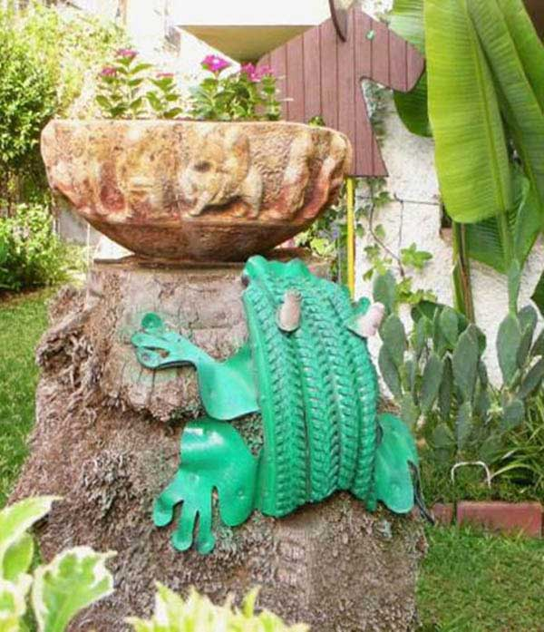 Green Frog Old Tire Garden Decoration #garden #oldtires #decorhomeideas